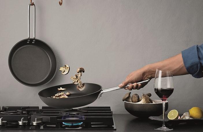 204720 204724 204728 Eva Trio Professional Frying Pans Bred