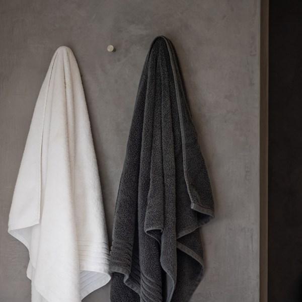 Håndklæder Hænger Til Tørre (1)